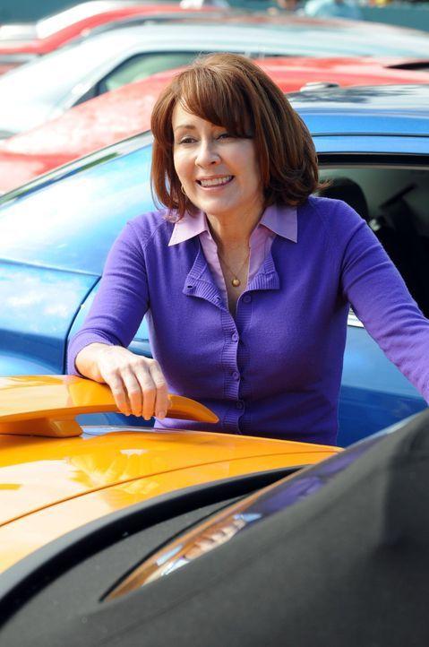 Frankie Heck (Patricia Heaton) ist eine schlechte Autoverkäuferin, denn sie hat bisher noch kein einziges Auto verkaufen können. Als sie glaubt, ihr... - Bildquelle: Warner Brothers