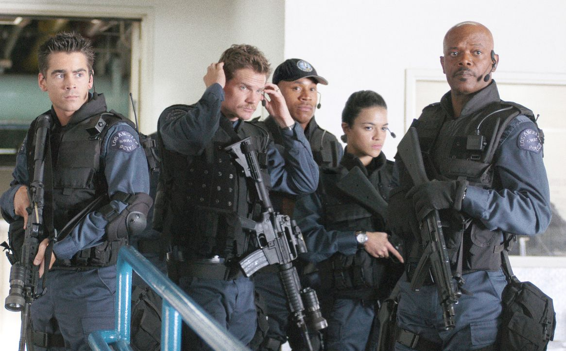 "Eines Tages erhält der S.W.A.T.-Veteran Dan ""Hondo"" Harrelson (Samuel L. Jackson, r.) den Auftrag, ein neues Team zusammenzustellen. Gemeinsam mit... - Bildquelle: 2004 Sony Pictures Television International. All Rights Reserved."