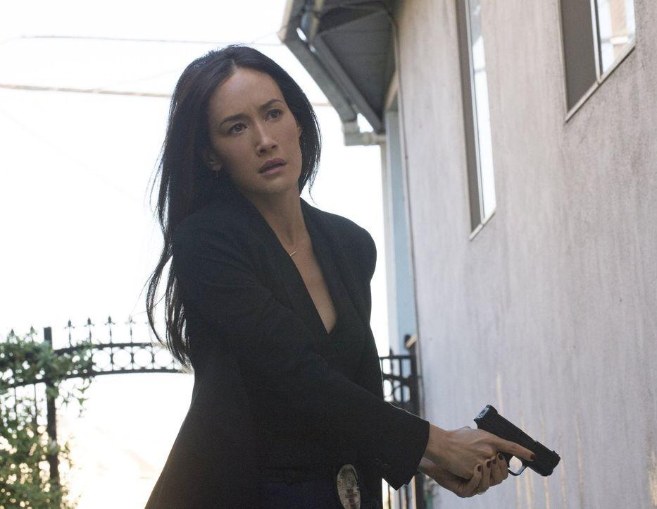 Beth (Maggie Q) ist mit ihrem Team auf der Suche nach einem Serien-Stalker, der sich die Phobien verschiedener Opfer zunutze macht ... - Bildquelle: Warner Bros. Entertainment, Inc.