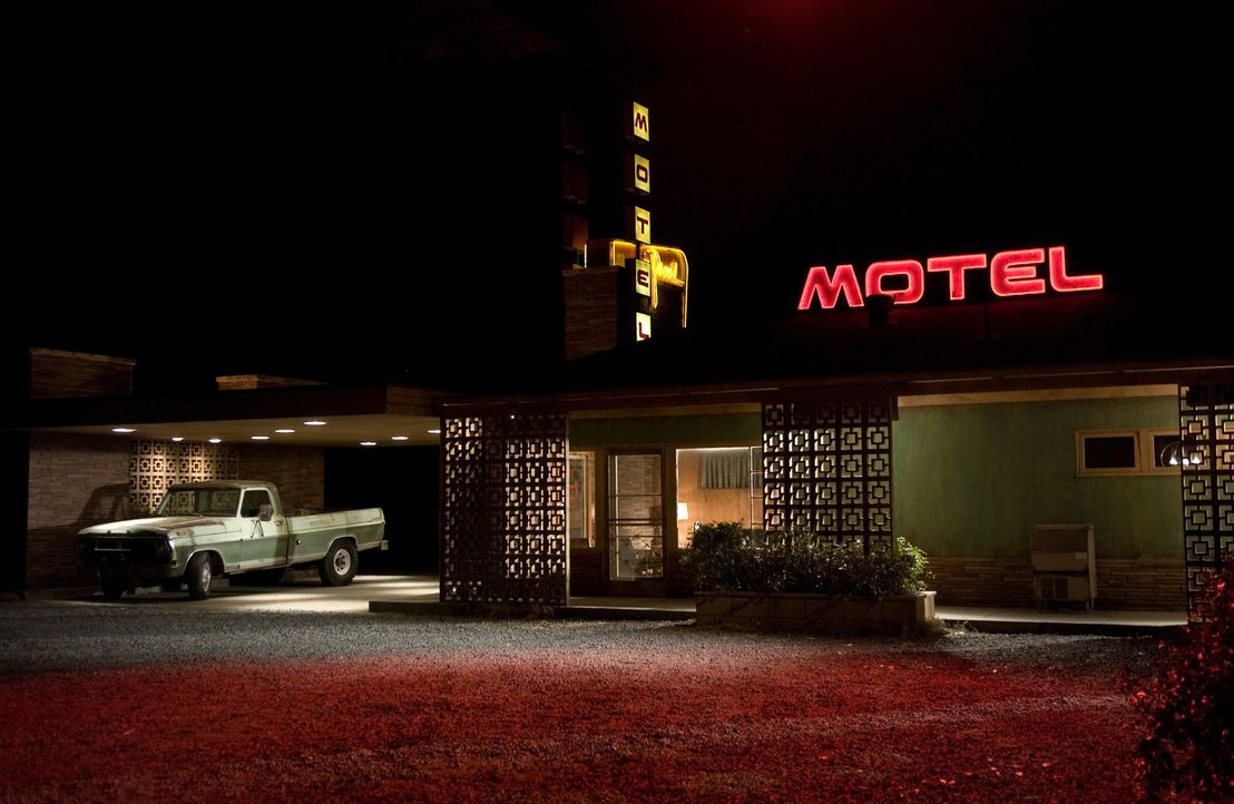 Amy und David Fox befinden sich auf dem Heimweg, als der Wagen wegen eines Schadens liegen bleibt.  Sie checken in einem schäbigen Motel ein, dessen... - Bildquelle: 2007 CPT Holdings, Inc. All Rights Reserved. (Sony Pictures Television International)