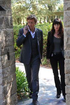 Ermitteln in einem neuen Fall: Patrick (Simon Baker, l.) und Teresa (Robin Tu...