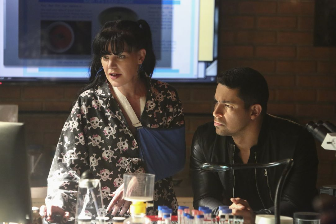 Abby (Pauley Perrette, l.); Torres (Wilmer Valderrama, r.) - Bildquelle: Patrick McElhenney 2018 CBS Broadcasting, Inc. All Rights Reserved/Patrick McElhenney