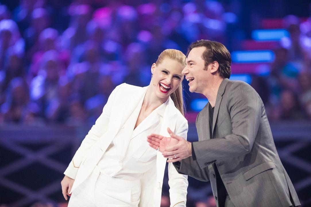 Auf Michelle Hunziker (l.) und Michael Bully Herbig (r.) warten lustige, spannende und nervenaufreibende Performances ... - Bildquelle: Benedikt Müller SAT.1