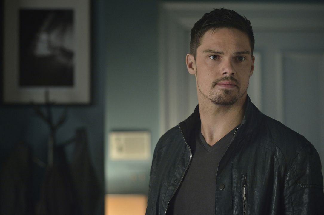 Das Zusammenziehen mit seiner Verlobten Katherine birgt diverse Risiken. Unter anderem dreht Vincent (Jay Ryan) immer öfter durch ... - Bildquelle: Ben Mark Holzberg 2015 The CW Network, LLC. All rights reserved.