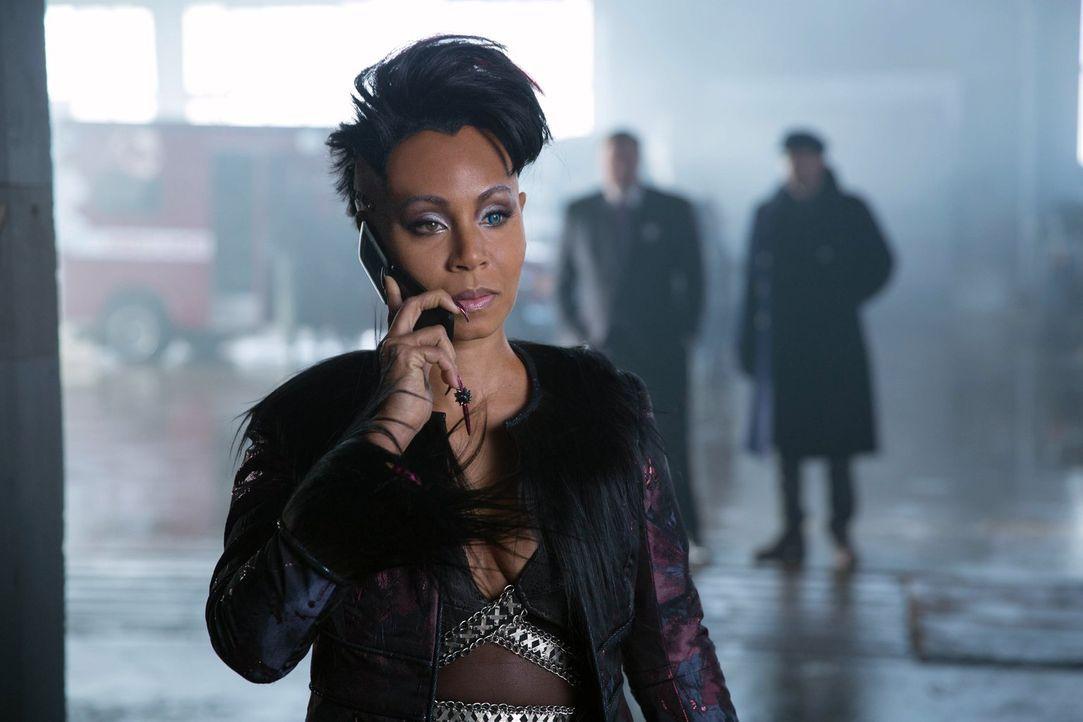 Kehrt nach Gotham City zurück, um ihre Macht wieder auszuüben: Fish Mooney (Jada Pinkett Smith) ... - Bildquelle: Warner Bros. Entertainment, Inc.