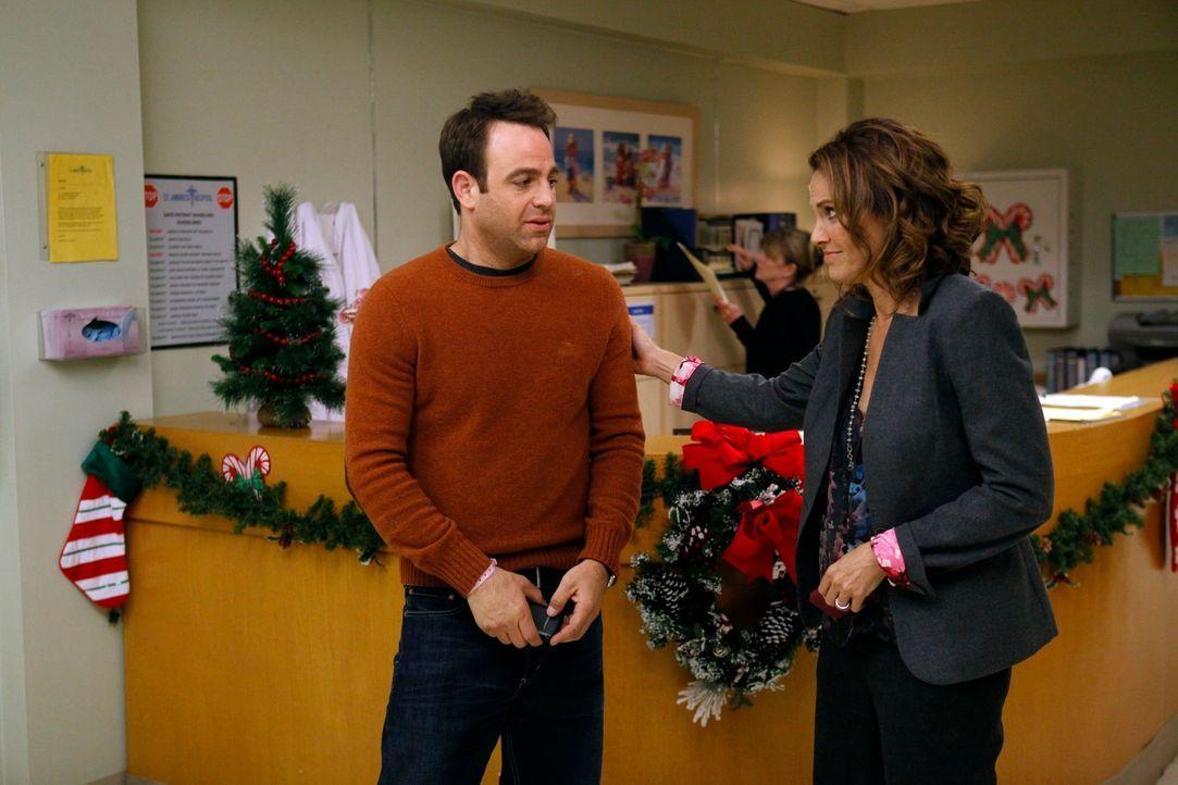 Cooper (Paul Adelstein, l.) ist nervös, da es sein kann, dass seine Kinder bald zur Welt kommen. Violet (Amy Brenneman, r.) versucht so gut es geht... - Bildquelle: ABC Studios