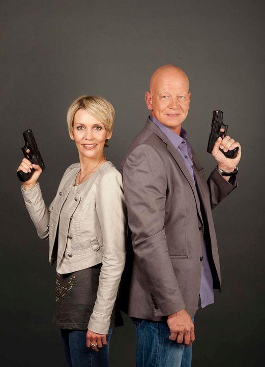 Michael Naseband (r.) und Alexandra Rietz (l.) - zwei Kommissare, die sich gegenseitig im Kampf gegen das Verbrechen unterstützen ... - Bildquelle: Benedikt Müller SAT.1
