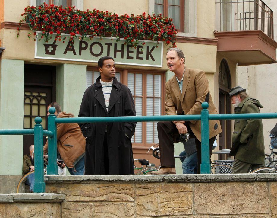 Vertraute Feinde: Der ehemalige NCIS Special Agent Riley McCallister (Michael O'Neill, r.) und Leon Vance (Rocky Carroll, l.) ... - Bildquelle: CBS Television