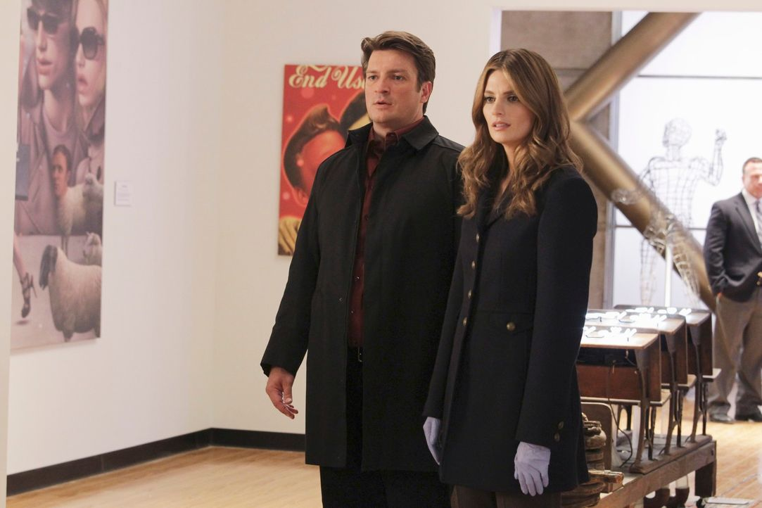 Ein neuer Fall beschäftigt Kate Beckett (Stana Katic, r.) und Richard Castle (Nathan Fillion, l.) ... - Bildquelle: 2011 American Broadcasting Companies, Inc. All rights reserved.