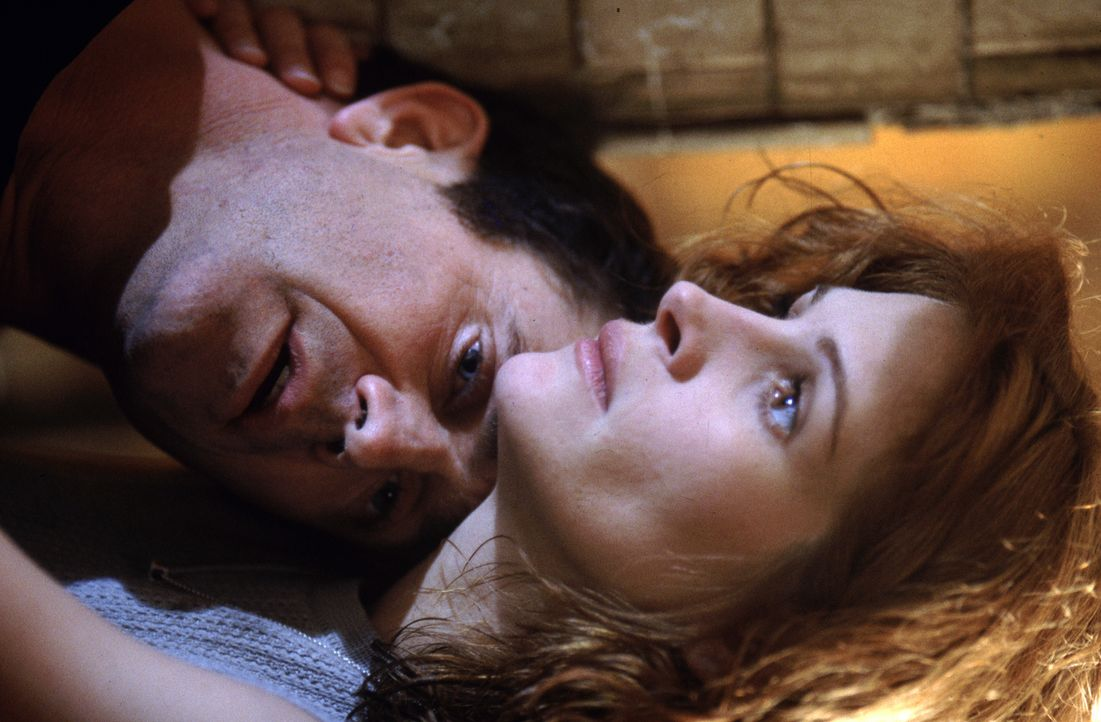 Alice (Julia Roberts, r.) und Fletcher (Mel Gibson, l.) kommen sich immer näher. Doch welches dunkle Spiel spielt Dr. Jonas mit den beiden? - Bildquelle: Warner Bros. Pictures