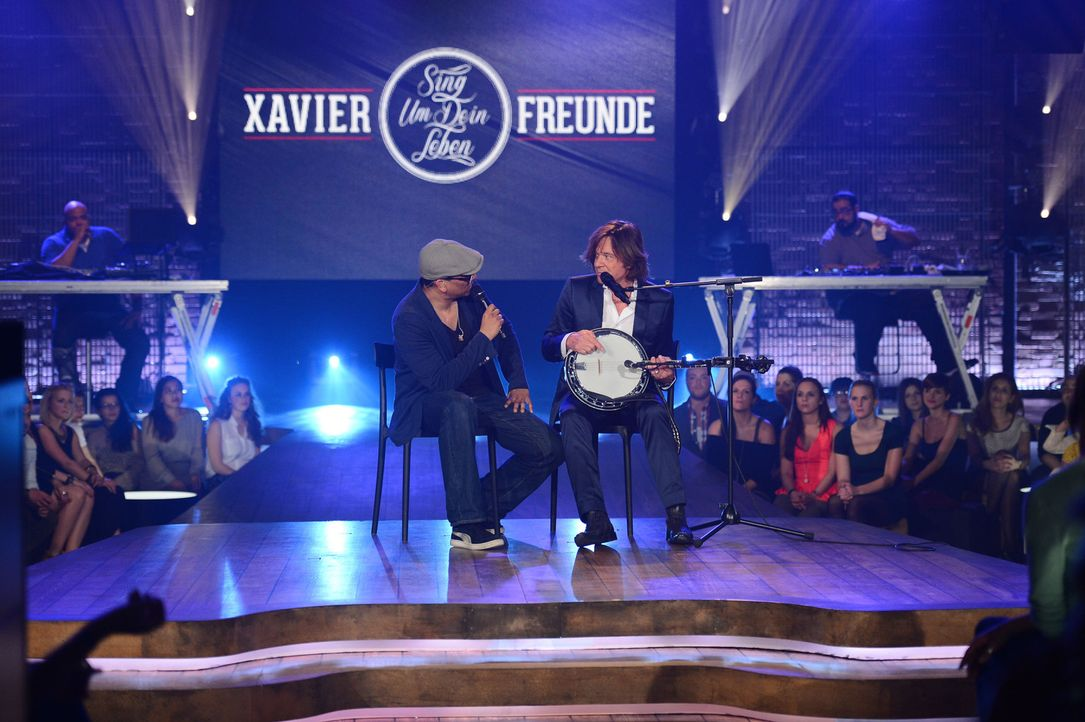 """Jürgen Drews (r.)ist zu Gast in der Show """"Xavier Naidoo (l.) und Freunde präsentieren: Sing um Dein Leben"""" ... - Bildquelle: Willi Weber ProSieben"""