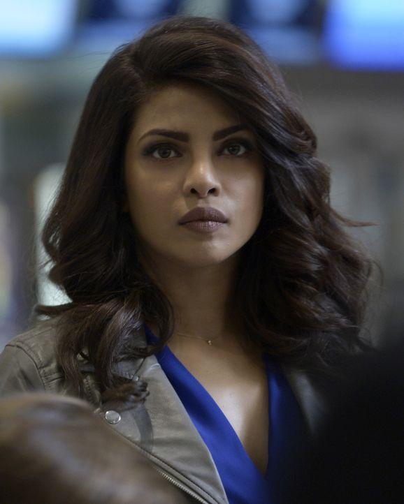 Der Terrorist hat Alex (Priyanka Chopra) ihren letzten Auftrag angekündigt. Sie sollen einen Gefangenen des CIA befreien und an ihn übergeben ... - Bildquelle: Philippe Bosse 2015 ABC Studios