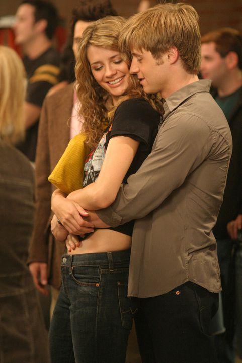 Wird die Freundschaft zu Oliver, die Beziehung zwischen Ryan (Benjamin McKenzie, r.) und Marissa (Mischa Barton, l.) gefährden? - Bildquelle: Warner Bros. Television