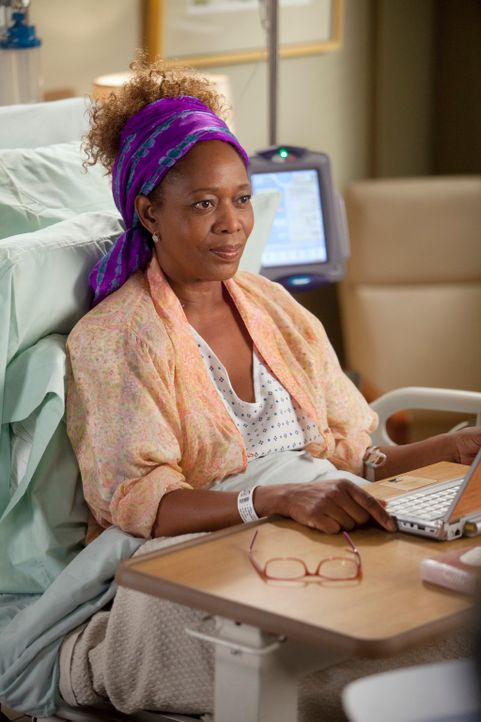 Ihr Leben steht auf dem Spiel, doch Buchautorin, Justine Campbell (Alfre Woodard) möchte erst Buch fertig schreiben, bevor sie sich einer Operation... - Bildquelle: ABC Studios