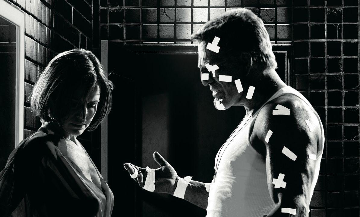 Seine Hände sind todbringende Waffen, viele Freunde hat Marv (Mickey Rourke, r.) nicht. Doch als die einzige Liebe seines Lebens ermordet wird, schl... - Bildquelle: Dimension Films