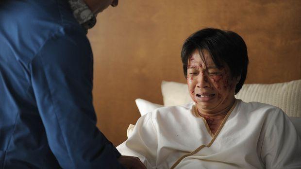 Budi (Chi-Muoi Lo, r.), ein asiatischer Patient, hat viele hornartige Wucheru...