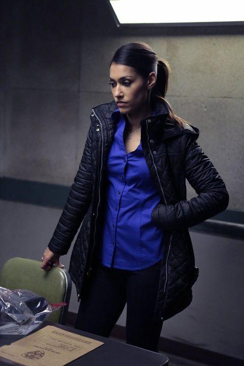 Meredith (Janina Gavankar) macht sich Sorgen, wenn ihre Beziehung mit Billy offiziell werden sollte, einer von ihnen in ein anderes Polizeirevier ve... - Bildquelle: 2015 Warner Bros. Entertainment, Inc.