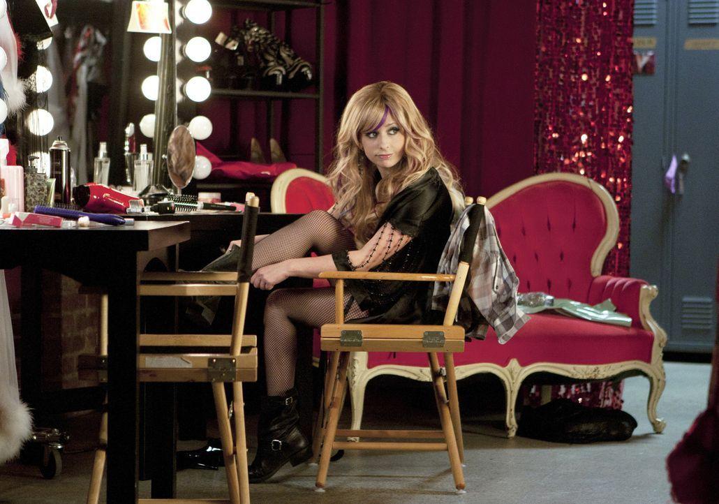 Rückblick, ein Jahr zuvor: Bridget (Sarah Michelle Gellar) arbeitet als Tänzerin, um dich ihre Drogen finanzieren zu können ... - Bildquelle: 2011 THE CW NETWORK, LLC. ALL RIGHTS RESERVED