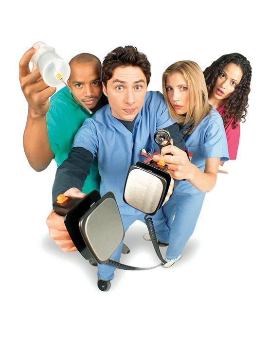 (1. Staffel) - Gemeinsam machen sich John Dorian (Zach Braff, 2.v.l.), Chris Turk (Donald Faison, l.), Elliot Reid (Sarah Chalke, 2.v.r.) und Carla... - Bildquelle: Touchstone Television