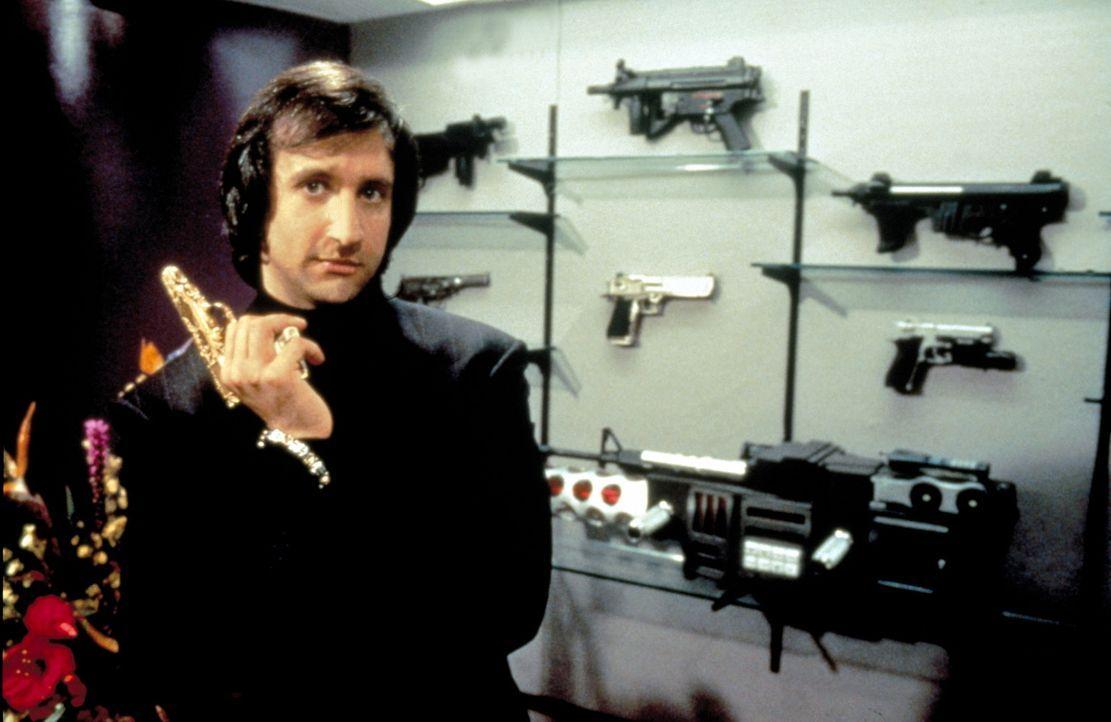 Als einem tuffigen Cop mit Stil, empfiehlt Waffenhändler Serge (Bronson Pichot) Axel nur die ausgeflipptesten und hippigsten Schießeisen. Auch wen... - Bildquelle: Paramount Pictures