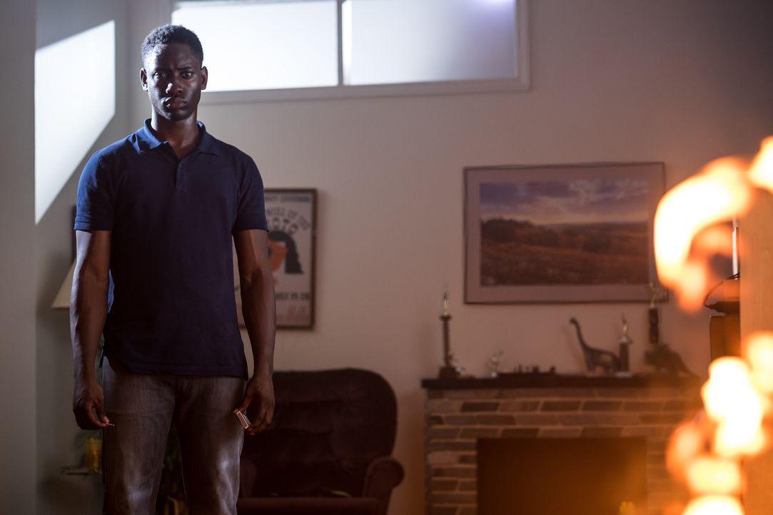 Der 18-jährige Donnie Russell (Brandon McKnight) geht nach einem Streit mit seinen Eltern zu seinen Nachbarn. Dort sucht er jedoch keinen Rat, sonde... - Bildquelle: Darren Goldstein Cineflix 2015
