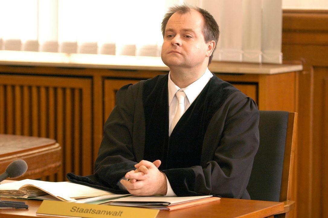 Markus Majowski - ein Staatsanwalt, der Spaß versteht. - Bildquelle: Oliver S. Sat.1