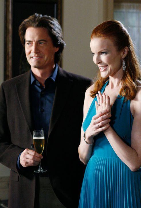 Feiern ihre Verlobung: Orson (Kyle MacLachlan, l.) und Bree (Marcia Cross, r.) ... - Bildquelle: 2005 Touchstone Television  All Rights Reserved