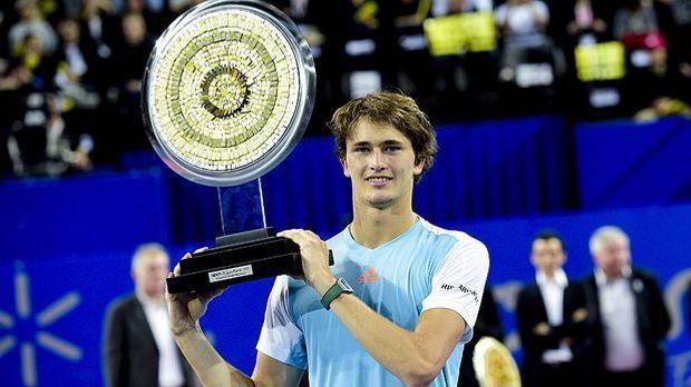 Alex Zverev mit Pokal