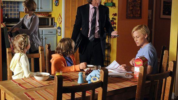 Allison (Patricia Arquette, r.) ist froh, endlich wieder bei ihrer Familie (v...