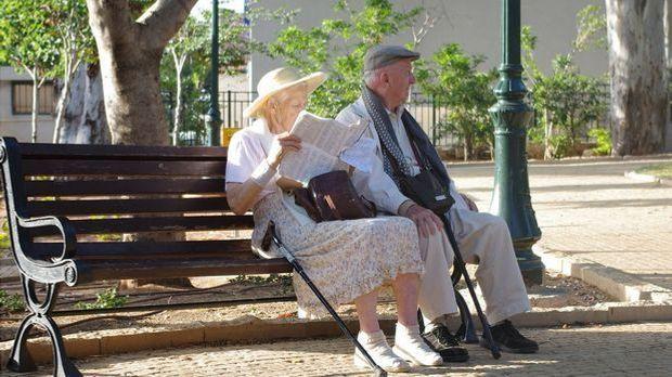 Für viele Menschen in westlichen Nationen gilt bis heute die Monogamie bis in...