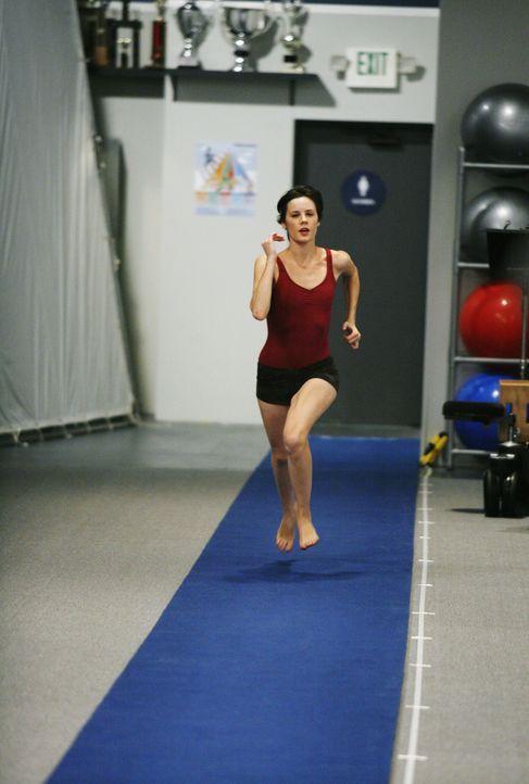 Nach einem missglückten ersten Sprung, will Emily (Chelsea Hobbs) alles geben, um doch noch für die Meisterschaften nominiert zu werden ... - Bildquelle: 2009 DISNEY ENTERPRISES, INC. All rights reserved. NO ARCHIVING. NO RESALE.
