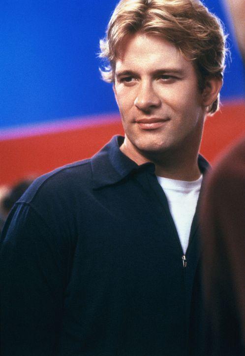Als Peter Donahue (Thomas Jane) die super süße Christina kennen lernt, spricht er eine folgenschwere Einladung aus ... - Bildquelle: 2003 Sony Pictures Television International
