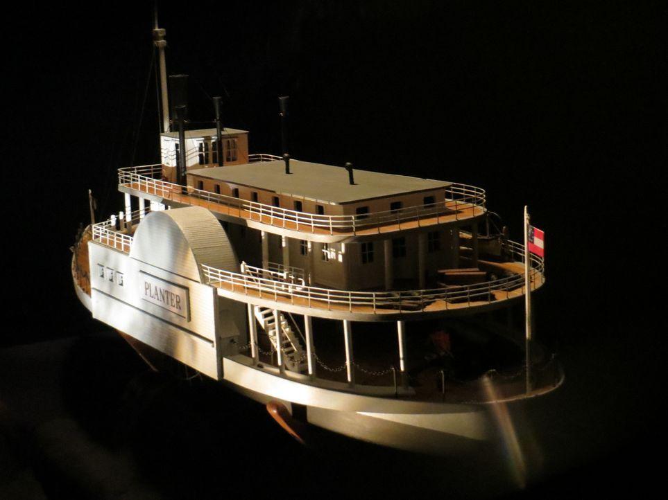 In Columbus rekonstruiert Don Wildman mit einem Modellschiff eine mitreißende Geschichte über die Suche nach Freiheit ... - Bildquelle: 2014, The Travel Channel, L.L.C. All Rights Reserved.
