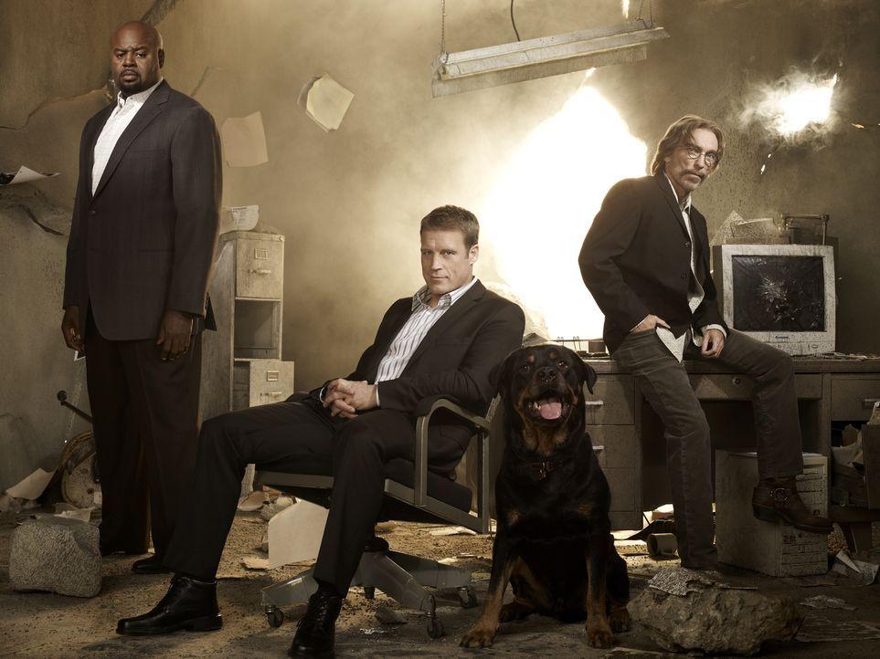 (1. Staffel) - Der mysteriöse Privatdetektiv Christopher Chance (Mark Valley, M.) bietet seine Dienste als Bodyguard und Lebensretter der Extraklass... - Bildquelle: Warner Brothers