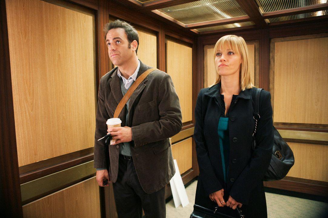 Ein angespanntes Verhältnis: Charlotte (KaDee Strickland, r.) und Cooper (Paul Adelstein, l.) ... - Bildquelle: ABC Studios