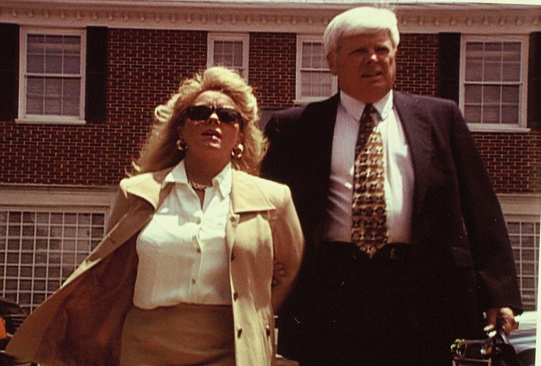 An der US-Golfküste werden ein Bürgermeister und seine politisch aktive Frau brutal getötet. Zunächst gibt es keine Hinweise auf den Täter, doch das... - Bildquelle: Randy Jacobson New Dominion Pictures, LLC