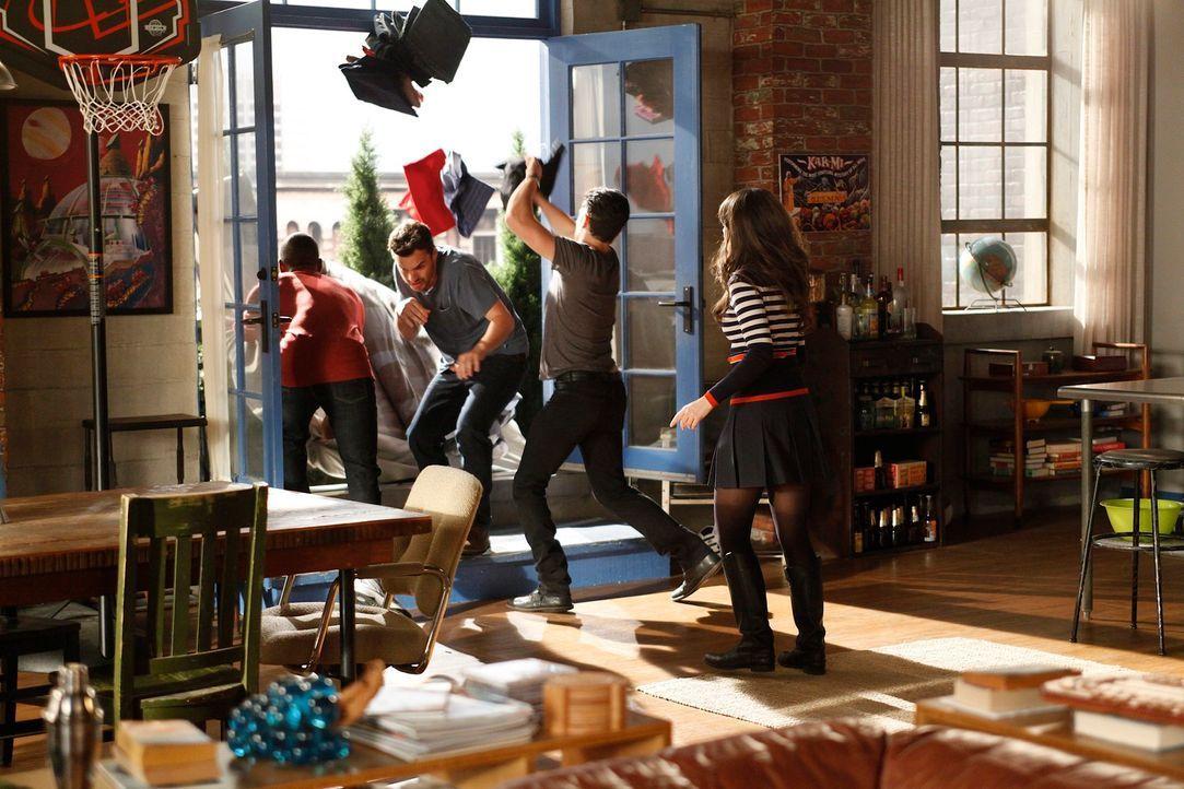 Was ist nur bei Jess (Zooey Deschanel, r.), Schmidt (Max Greenfield, 2.v.r.), Nick (Jake M. Johnson, 2.v.l.) und Winston (Lamorne Morris, l.) los? - Bildquelle: 20th Century Fox