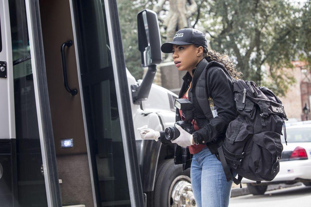Percy (Shalita Grant) und ihre Kollegen vom NCIS wollen den Mord an einem Navy-Offizier aufklären und stoßen dabei auf eine mögliche Verbindung zum... - Bildquelle: Skip Bolen 2016 CBS Broadcasting, Inc. All Rights Reserved
