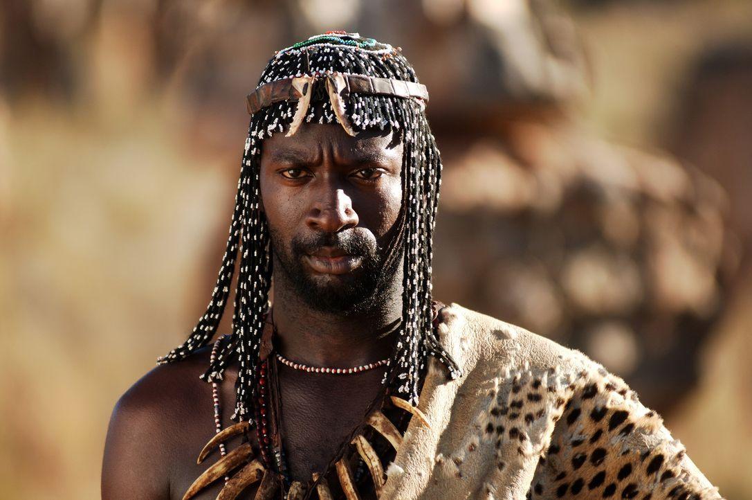 Ein großes Missverständnis: Der einheimische Mann Gamba (Akin Omotoso) wird fälschlicherweise eines Verbrechens verdächtigt ... - Bildquelle: Buena Vista Pictures