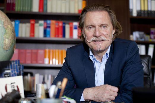 Lenßen live  - Juristische Lebensberatung vom Profi: Anwalt Ingo Lenßen steht...
