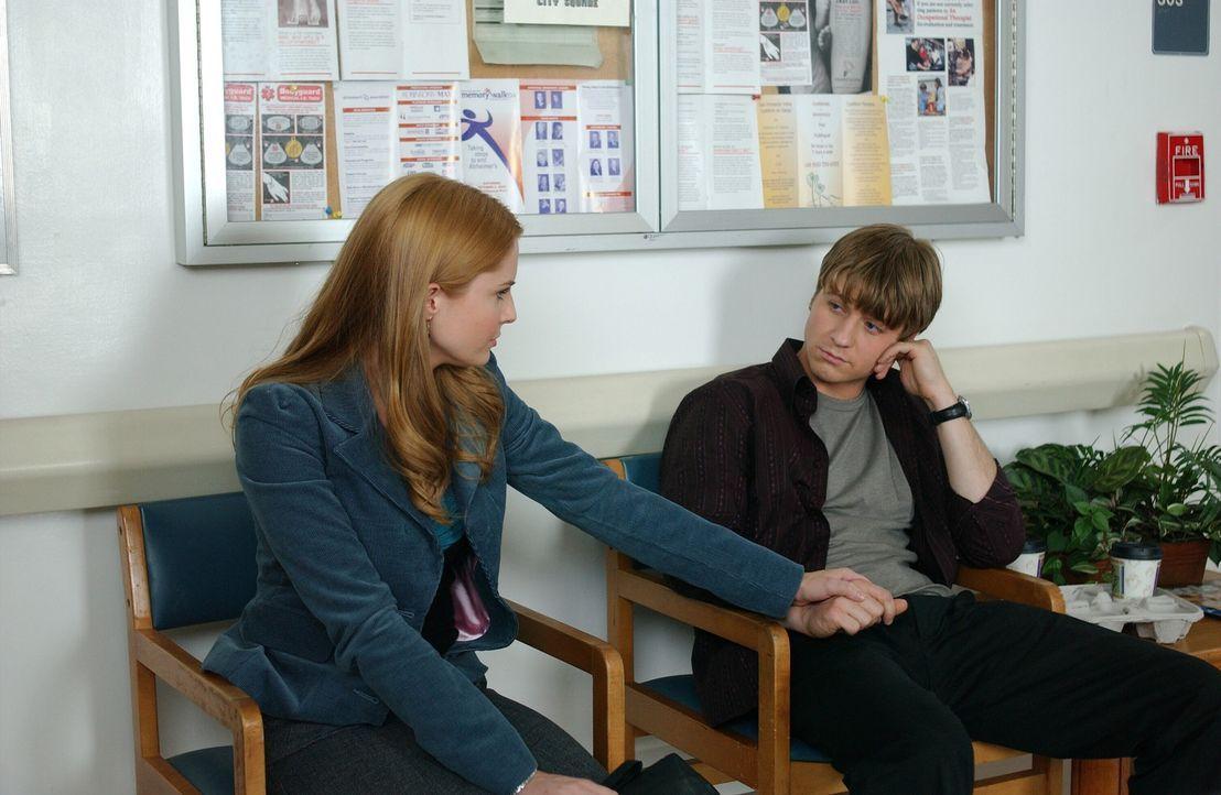Bei einem Streit mit Ryan (Benjamin McKenzie, r.) erleidet Caleb einen Herzinfarkt. Lindsay (Shannon Lucio, l.) versucht Ryan, der sich die Schuld d... - Bildquelle: Warner Bros. Television