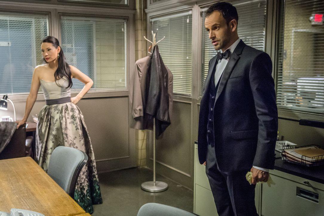 Ihr aktueller Fall führt sie in die brutale Welt der Mafia: Dr. Joan Watson (Lucy Liu, l.) und Sherlock Holmes (Jonny Lee Miller, r.). Als in einem... - Bildquelle: CBS Television