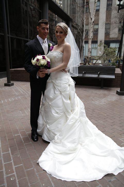 Bei diesem Hochzeitsbild würde keiner ahnen, dass Jason (l.) und Cortney (r.) sich gerade erst kennengelernt haben ... - Bildquelle: A+E Networks