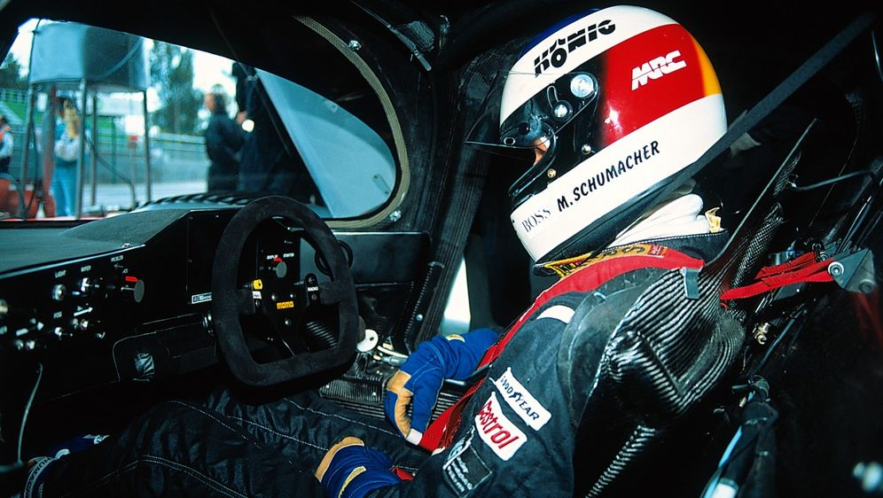 Michael Schumacher war 1990 und 1991 als Gaststarter in der DTM unterwegs - Bildquelle: Daimler