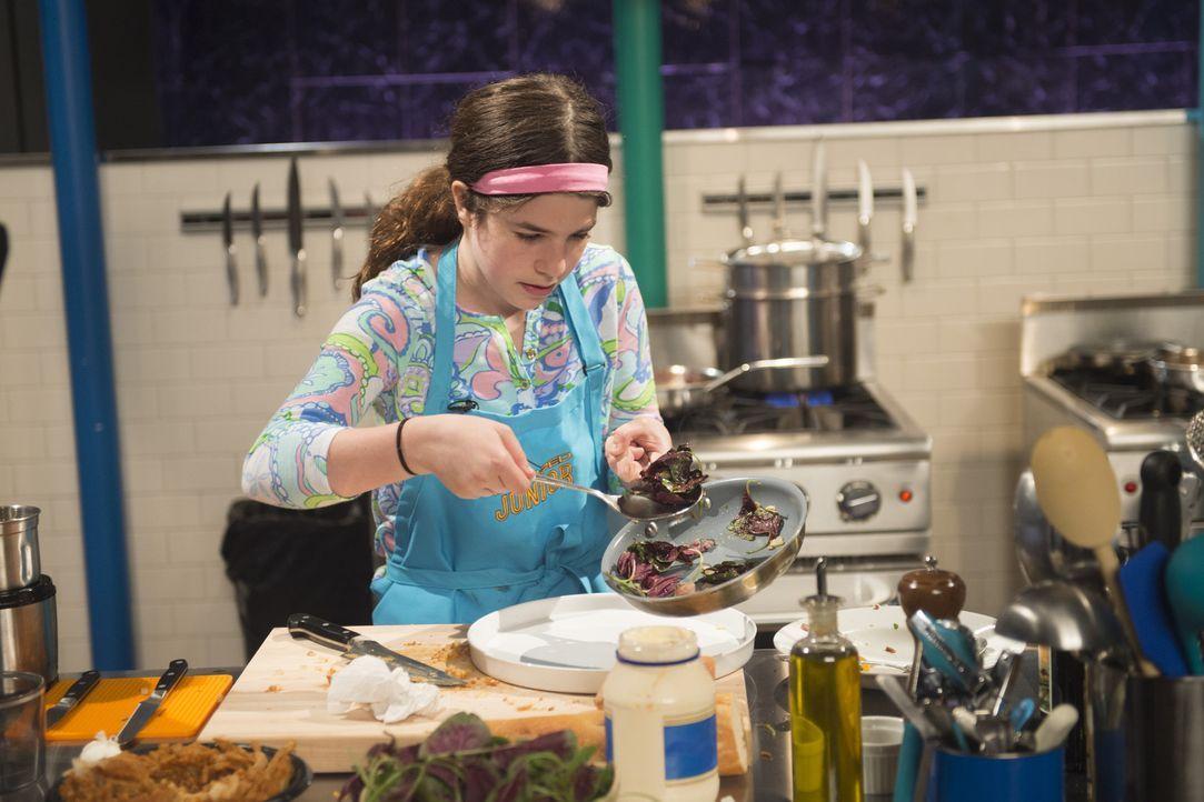 Die kreative Talia liebt es, gesund und clean zu kochen. Wie wird sie sich in der ersten Runde mit Tartar, frittierten Zwiebeln und aromatisierten L... - Bildquelle: Scott Gries 2015, Television Food Network, G.P. All Rights Reserved