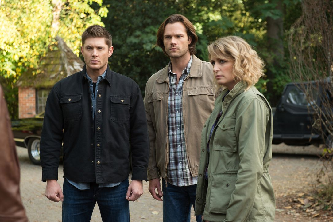 (v.l.n.r.) Dean (Jensen Ackles); Sam (Jared Padalecki); Mary (Samantha Smith) - Bildquelle: Diyah Pera 2016 The CW Network, LLC. All Rights Reserved/Diyah Pera