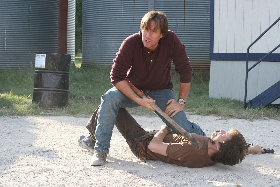 Nimmt den Kampf gegen die Schlägerbande, die seine Heimatstadt unter Kontrolle gebracht hat, auf: Nick (Kevin Sorbo, l.) ... - Bildquelle: 2007 Metro-Goldwyn-Mayer Home Entertainment LLC and Sony Pictures Home Entertainment Inc. All Rights Reserved.