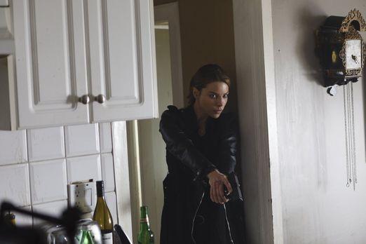 Während sich Maze und Amenadiel zusammenschließen, muss sich Chloe (Lauren Ge...