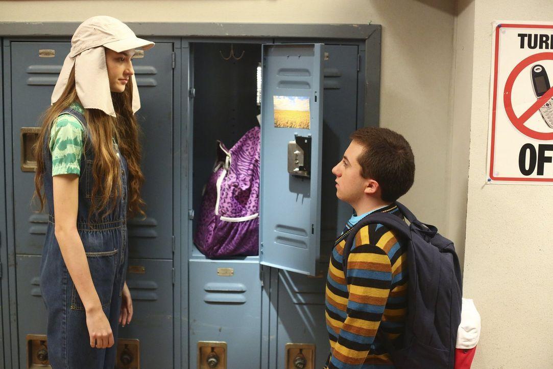 Brick (Atticus Shaffer, r.) hat es satt, dass Cindy (Casey Burke, l.) nicht nur größer, sondern auch stärker ist als er und trifft eine Entscheidung... - Bildquelle: Warner Bros.