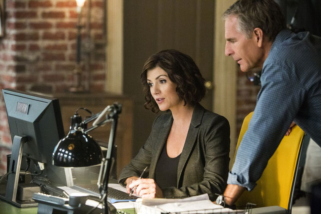 Als bei einem Spendenlauf angeblich ein Polizist tot aufgefunden wird, müssen Brody (Zoe McLellan, l.) und Pride (Scott Bakula, r.) ermitteln, um de... - Bildquelle: Skip Bolen 2014 CBS Broadcasting, Inc. All Rights Reserved